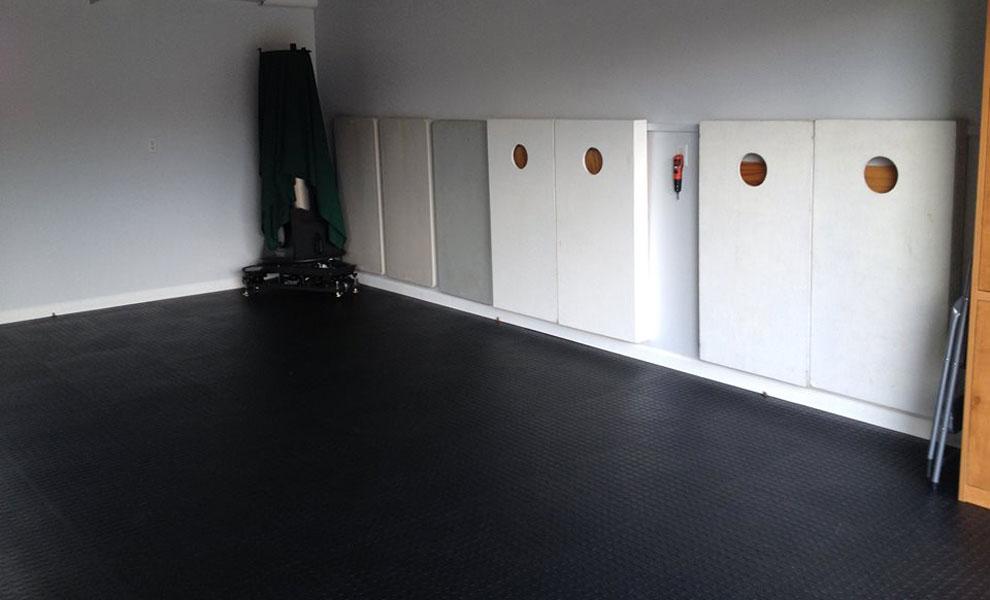Modular garage floor tiles