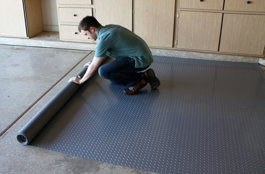 Diamond nitro rolls roll out vinyl garage floor covering for Best product to clean garage floor